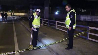 İzmir'de motosiklet kaldırıma devrildi: 1 ölü