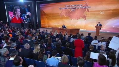 Devlet başkanı seçimlerinde aday olacağını açıklayan Kseniya Sobçak, Putin'e soru yöneltti - MOSKOVA