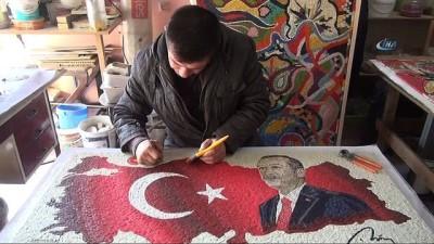 Cumhurbaşkanı Erdoğan'ı mozaikle resmetti İzle