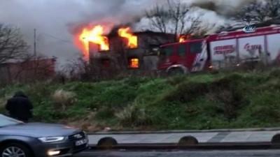 Hadımköy'de yan yana 2 metruk ev alev alev yandı İzle
