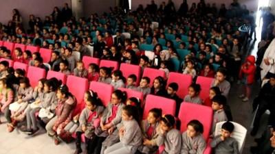 Tunceli'de çocuklar tiyatro ile buluştu İzle