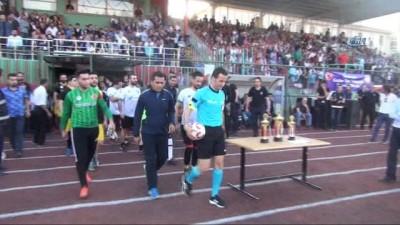 Suat Arslanboğa, Cizre'de halı saha maçı yönetti