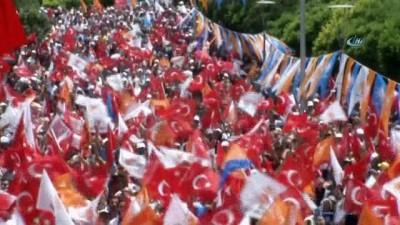 """Başbakan Yıldırım: """"O ancak polis memuruna küfür saymakla vaktini geçirsin"""""""