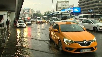 Başkent'te sağanak yağış sele neden oldu