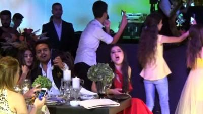 Ebru Yaşar sevilen şarkılarını Balıkesir'de seslendirdi Video