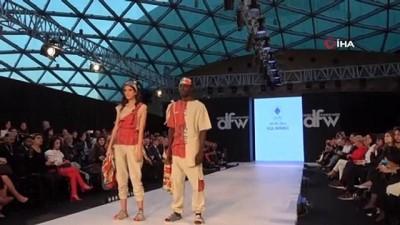 Fashion Week'te ünlü mankenler podyuma çıktı