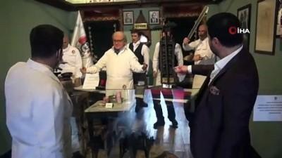 Ünlü oyuncu Davut Güloğlu Bursa'da özlem giderdi